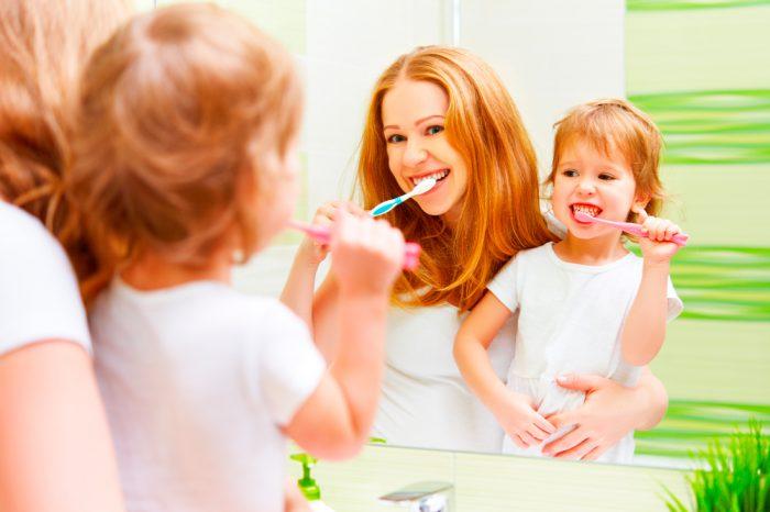 Детская зубная щетка – первый барьер на пути кариеса