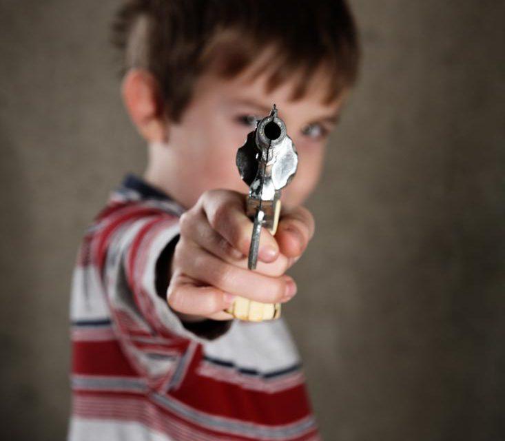Натуралистичное детское оружие. Чем оно грозит детям?