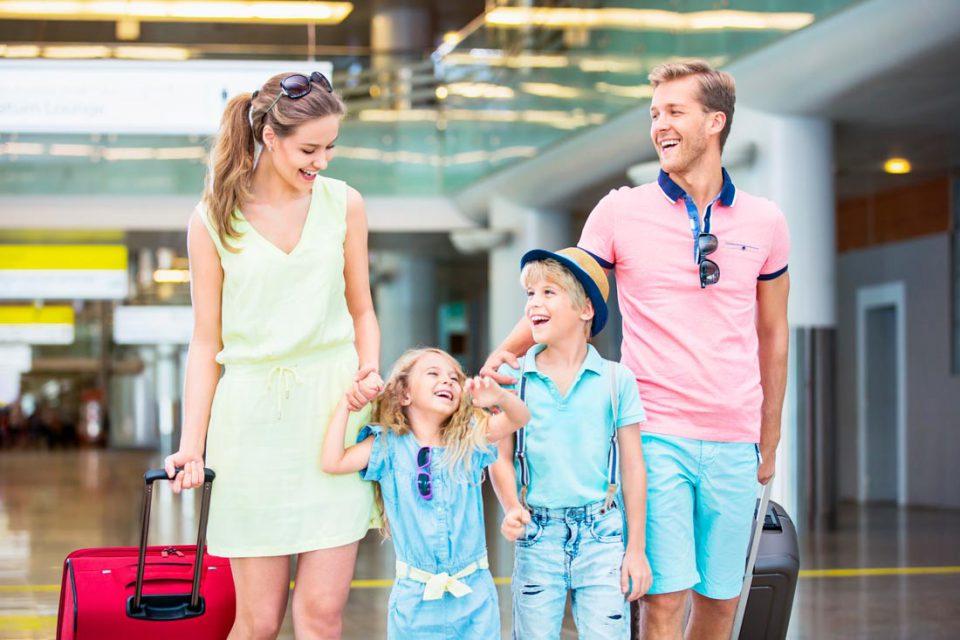 Перелет на самолете. Стоит ли бояться этого вида транспорта и как помочь себе и ребенку пережить путешествие с комфортом