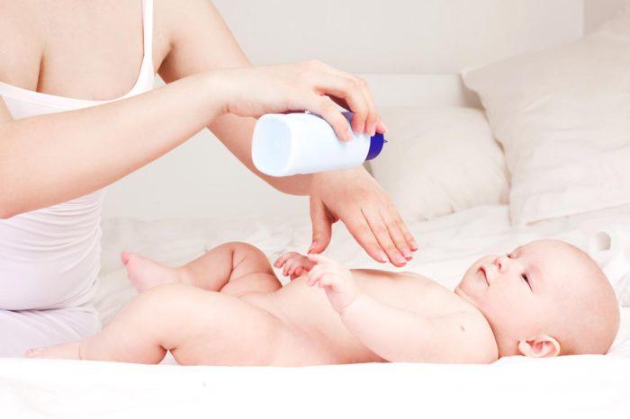 Секреты детской гигиены: о пользе присыпки