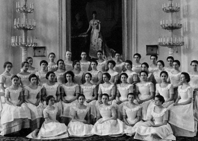 Жёсткое воспитание в институте благородных девиц